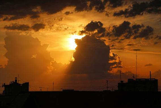 第13天,太阳落山了