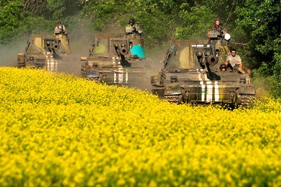 第28天,边境又开战 军车上前线(图片来源于百度)